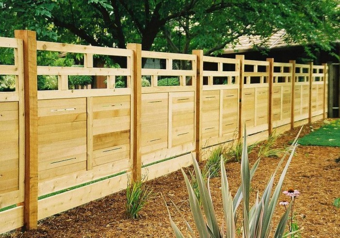 how to build a wood fence hirerush blog. Black Bedroom Furniture Sets. Home Design Ideas