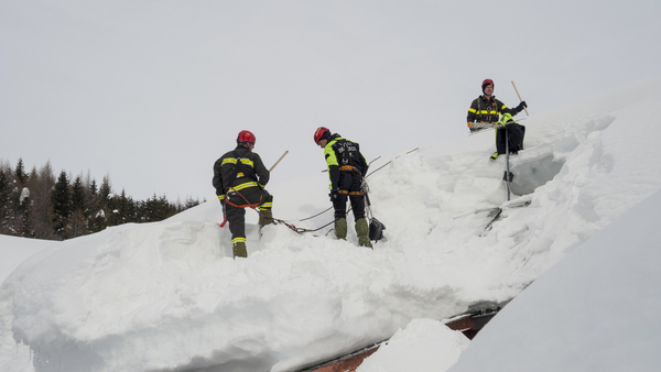 How To Remove Snow From Your Roof And Car Hirerush Blog