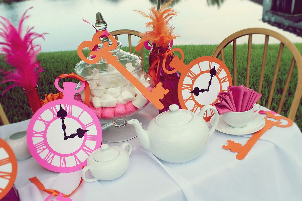 Basic kid 39 s birthday party checklist hirerush blog - Alice in the wonderland party decorations ...