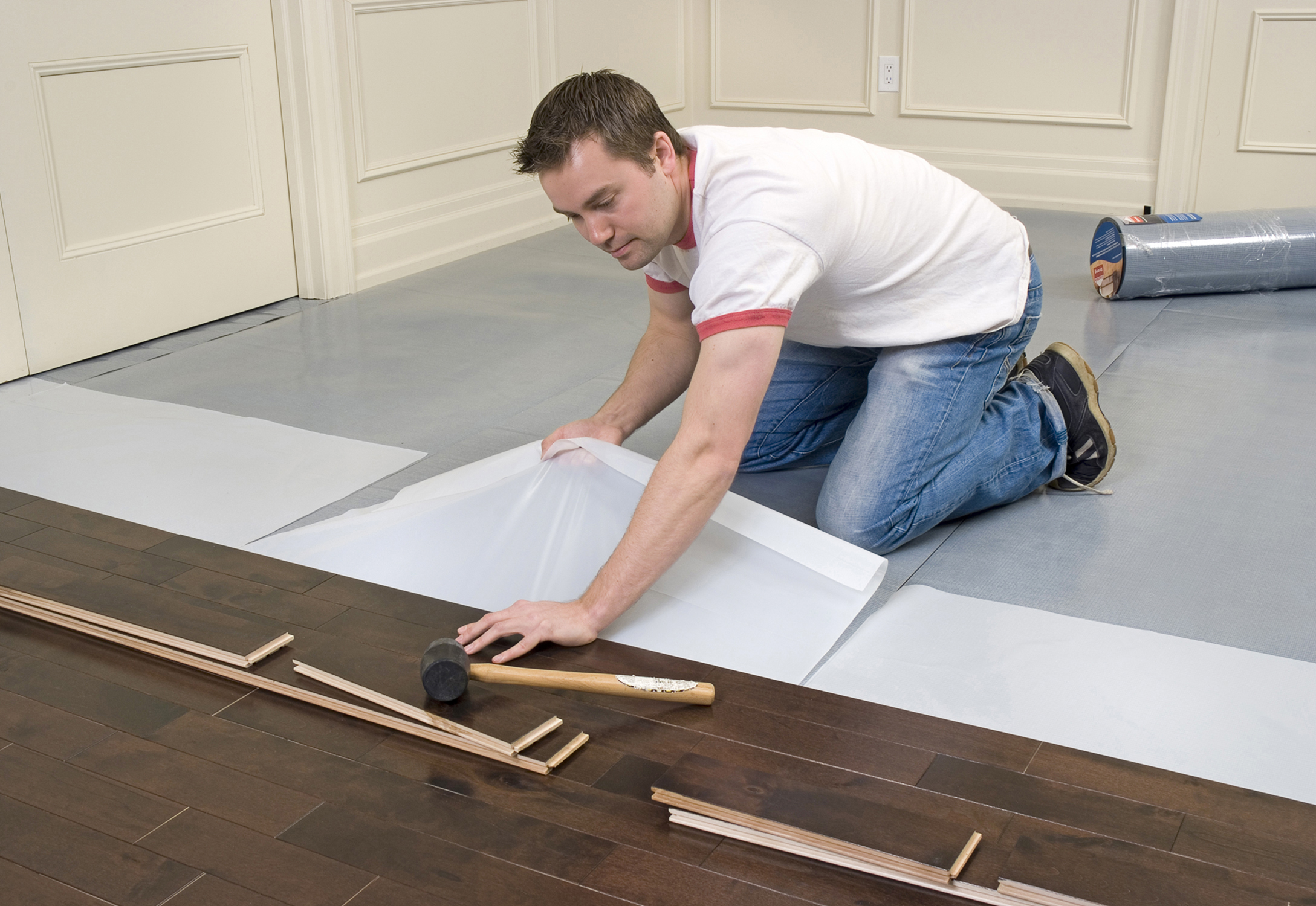 11 steps how to install laminate flooring hirerush blog for Installing laminate flooring