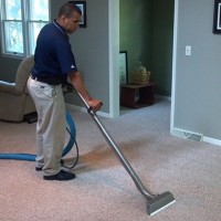 carpet claner deep cleaning the carpet