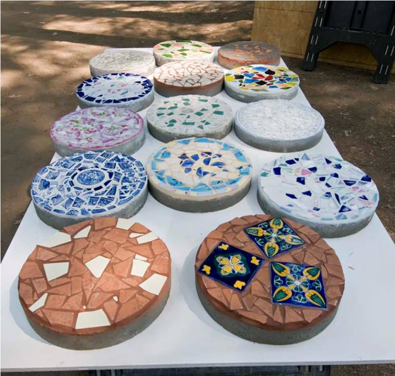7 steps of how to make garden stepping stones hirerush - Garden stone decorations ...