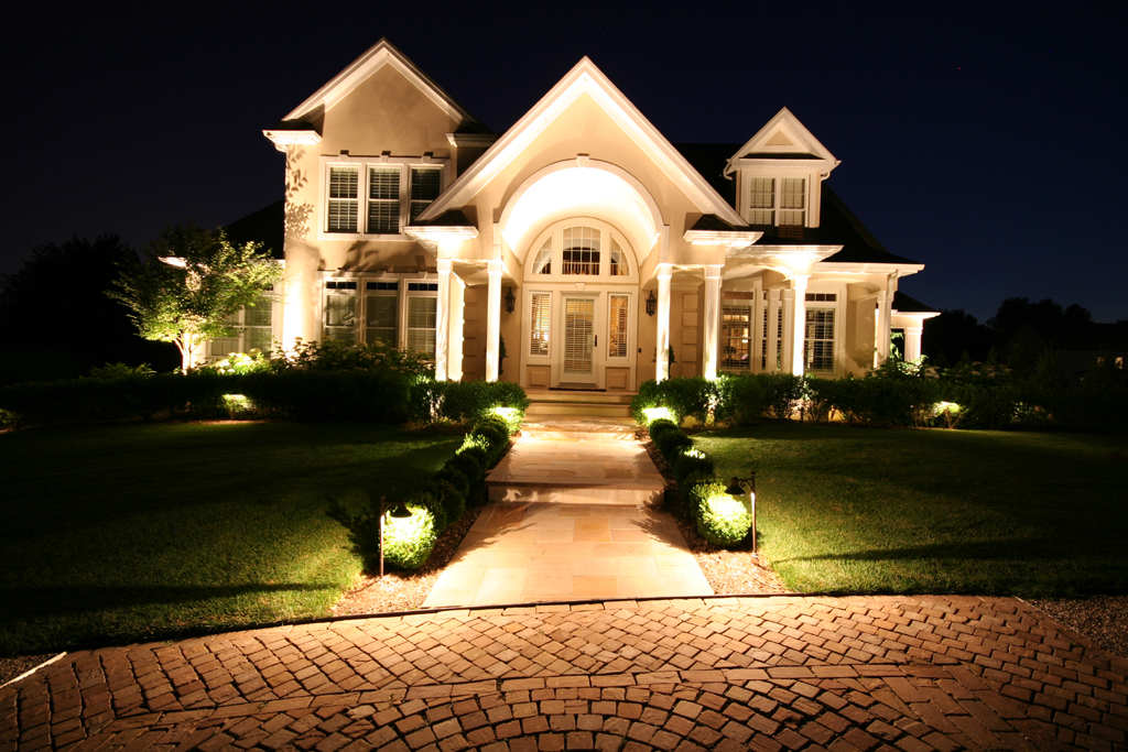 7 steps of how to install landscape lighting hirerush for Exterior home lighting design