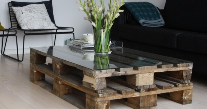 diy coffee table made out of recycled wood pallets