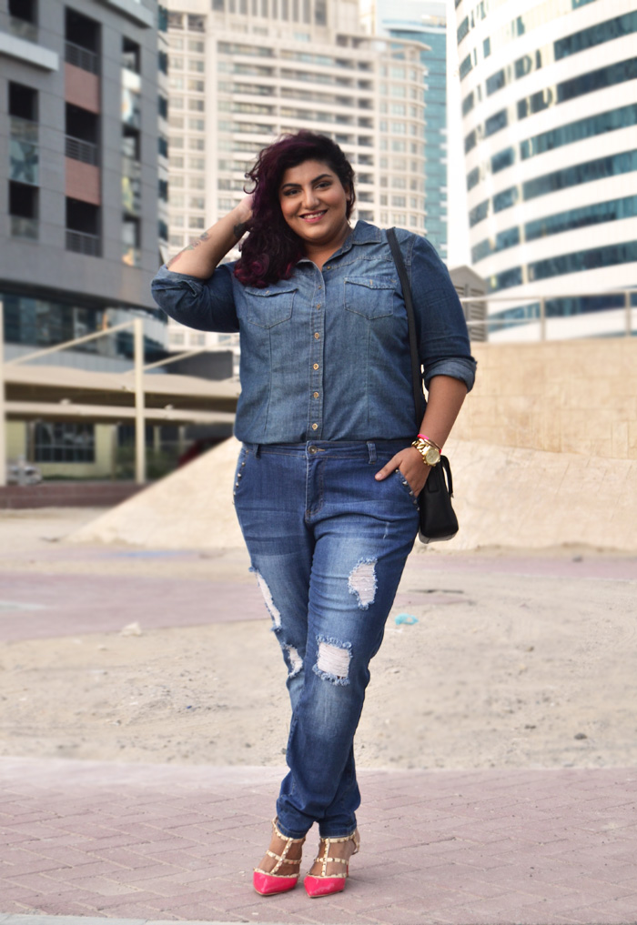 Plus size wearing boyfriend jeans – Global fashion jeans models