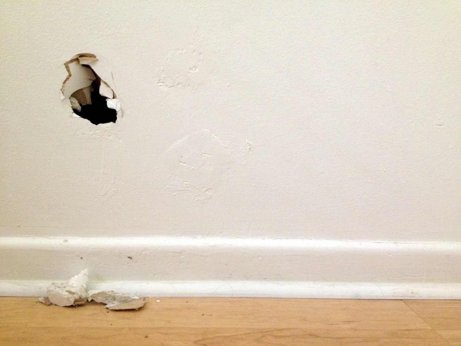 how to fix a hole in drywall 3 methods hirerush blog. Black Bedroom Furniture Sets. Home Design Ideas