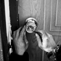 pick a door lock