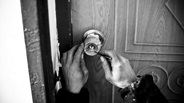 How to pick a door lock | HireRush Blog