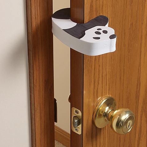 15 tips on baby proofing house hirerush blog for Child safe bathroom door locks