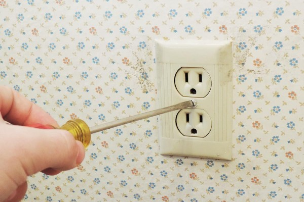 outlet plate screwing