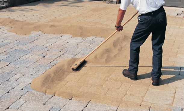 Filler For Stone Patio : How to lay brick pavers on your own hirerush