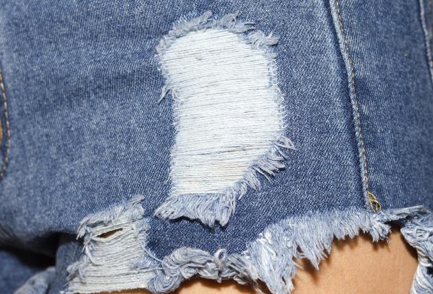 How to distress jeans DIY | HireRush Blog