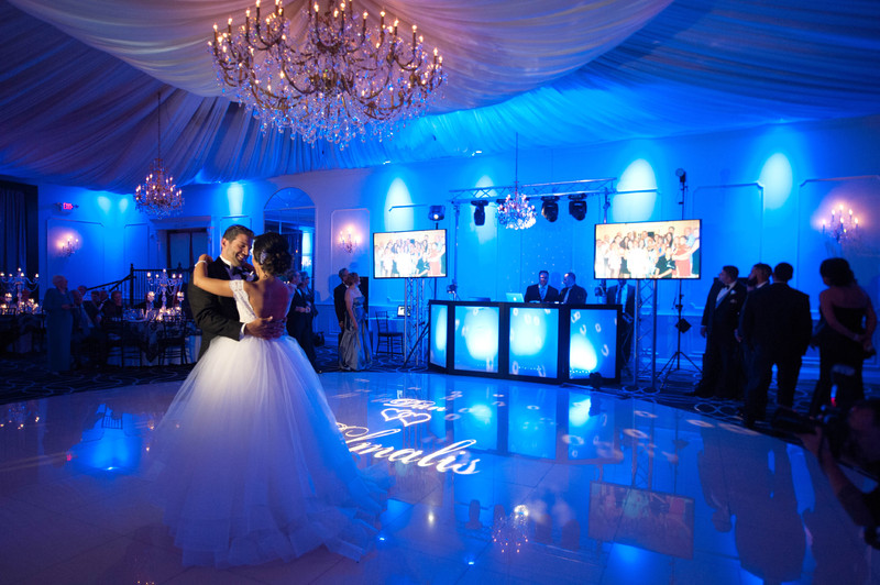 7 tips to hire a wedding dj