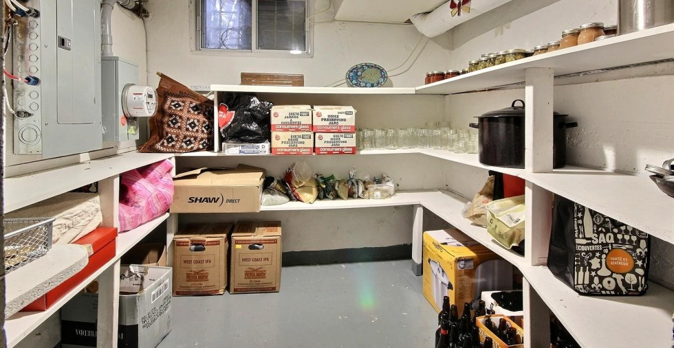 cold storage room with goods & Cold storage: is it necessary? | HireRush Blog