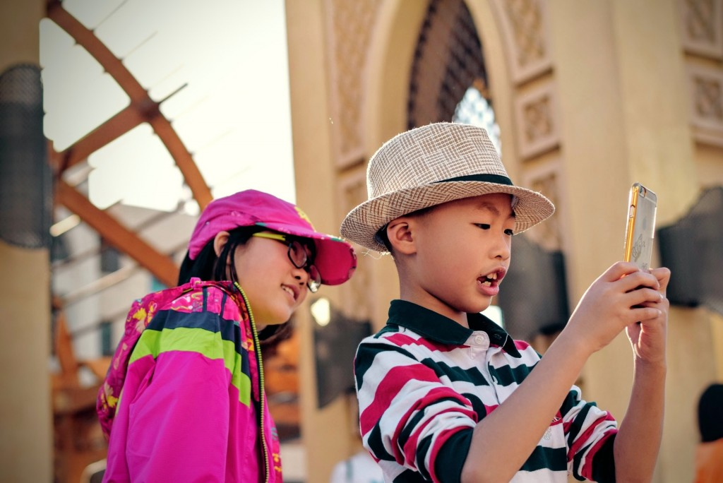 how to teach a foreign language to a child: travel