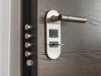 5 signs to spot a locksmith scam