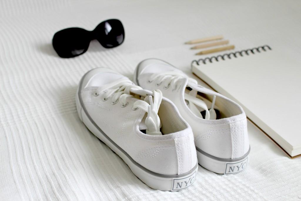 shoes-2465908_1920