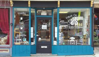 Pet grooming and food in Nyack, NY- Paws on Main