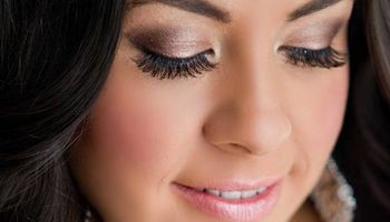 PROFESSIONAL MAKE-UP AT YOUR PLACE OR SALON