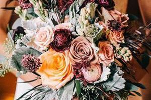 Flower Shop / Local Florist / Delivery / Five and Up Flowers