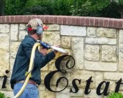STONE WALL CLEANING AND DISCOLOR REMOVAL