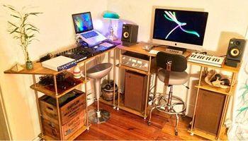 Logic Pro Lessons In a Beautiful Brooklyn Room