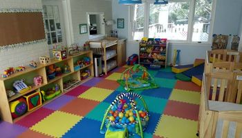 Amazing Licenced, Insurance and Bilingual Daycare is Enrolling Now!