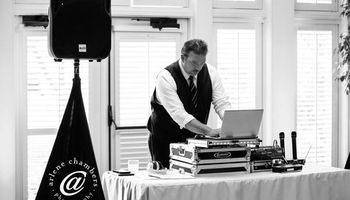 Thump Entertainment. Mobile DJ & Emcee