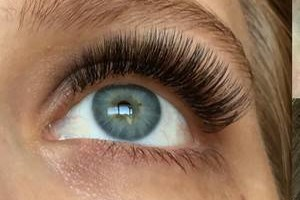 BEAUTIFUL EYELASH EXTENSIONS & TEETH WHITENING!