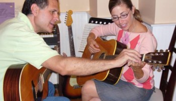 Experienced, patient guitar teacher Peter King gets results. Studio or your home!