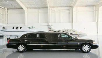 PROFESSIONAL Black Lincoln Towncar Limousine Service...