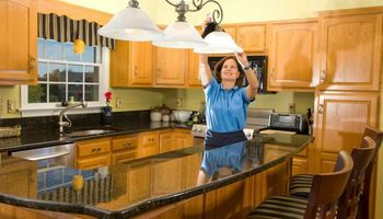 R.HERNANDEZ HOUSE CLEANING SERVICES