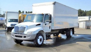 24 ft box truck bobtail with lift gate.  Hotshot Hot shot Delivery