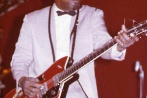 Photo #1: BASS GUITAR & GUITAR LESSONS, learn your favorite styles and songs