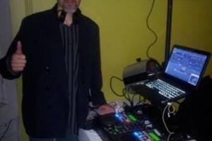 Photo #4: DJ $250 POR 6 HORAS LUZ Y SONIDO