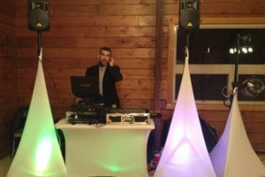 Photo #1: DJ $250 POR 6 HORAS LUZ Y SONIDO
