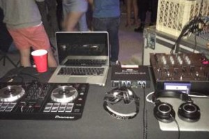 Photo #1: Hip hop/R&B/Reggae DJ - $75!!