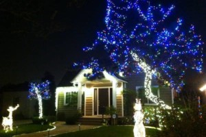 Photo #4: LET ME INSTALL YOUR CHRISTMAS LIGHTS