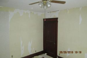 Photo #9: New interior paint & wallpaper removal