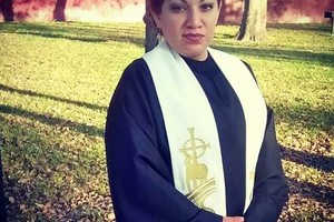 Photo #2: Wedding Officiant/ Minister/ Pastor Bi-lingual