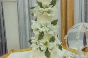 Photo #10: MARY'S CUSTOM WEDDING CAKES (se habla espanol)
