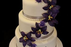 Photo #8: MARY'S CUSTOM WEDDING CAKES (se habla espanol)