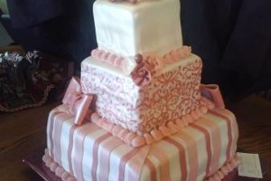 Photo #7: MARY'S CUSTOM WEDDING CAKES (se habla espanol)