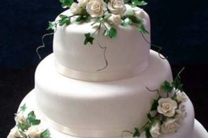 Photo #4: MARY'S CUSTOM WEDDING CAKES (se habla espanol)