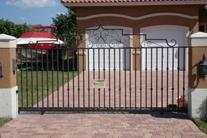 Photo #1: NEW FENCES OF ANY KIND! FREE ESTIMATES!
