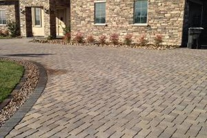 Photo #1: FREE ESTIMATES! BLOCK WALLS-PAVERS-STONE VENEER