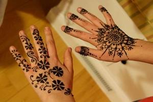 Photo #1: Talented Henna/Mehndi artist available