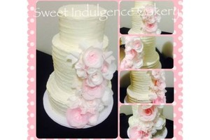 Photo #1: Wedding cakes, birthday cakes, Candy Buffet, Cake Pops and more!