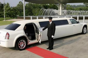 Photo #1: King's Limousine. Corporate Car Service. Airport/Hotel Transporation