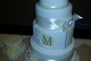 Photo #7: C.C's Cakes. Wedding cakes / pastries